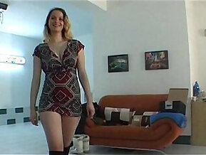 Amateur chick lapdances in black boots